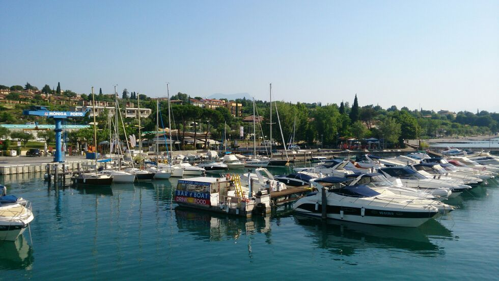 Bootsliegeplätze der Marina Moniga del Garda