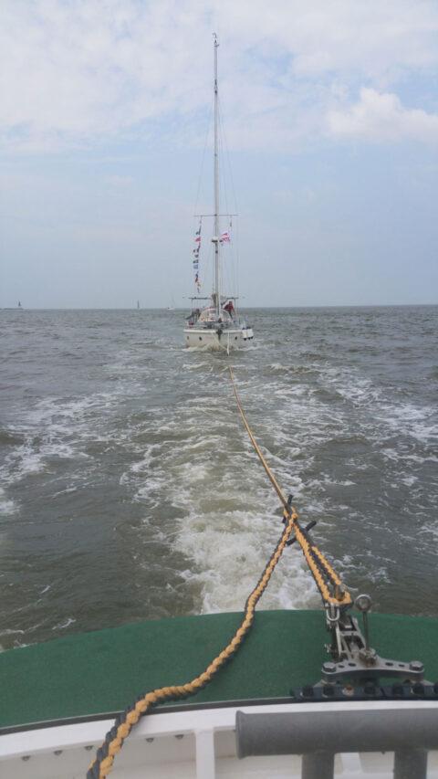 2021-07-14-Einjährige-Segelreise-endet-im-Schlepp-der-Seenotretter