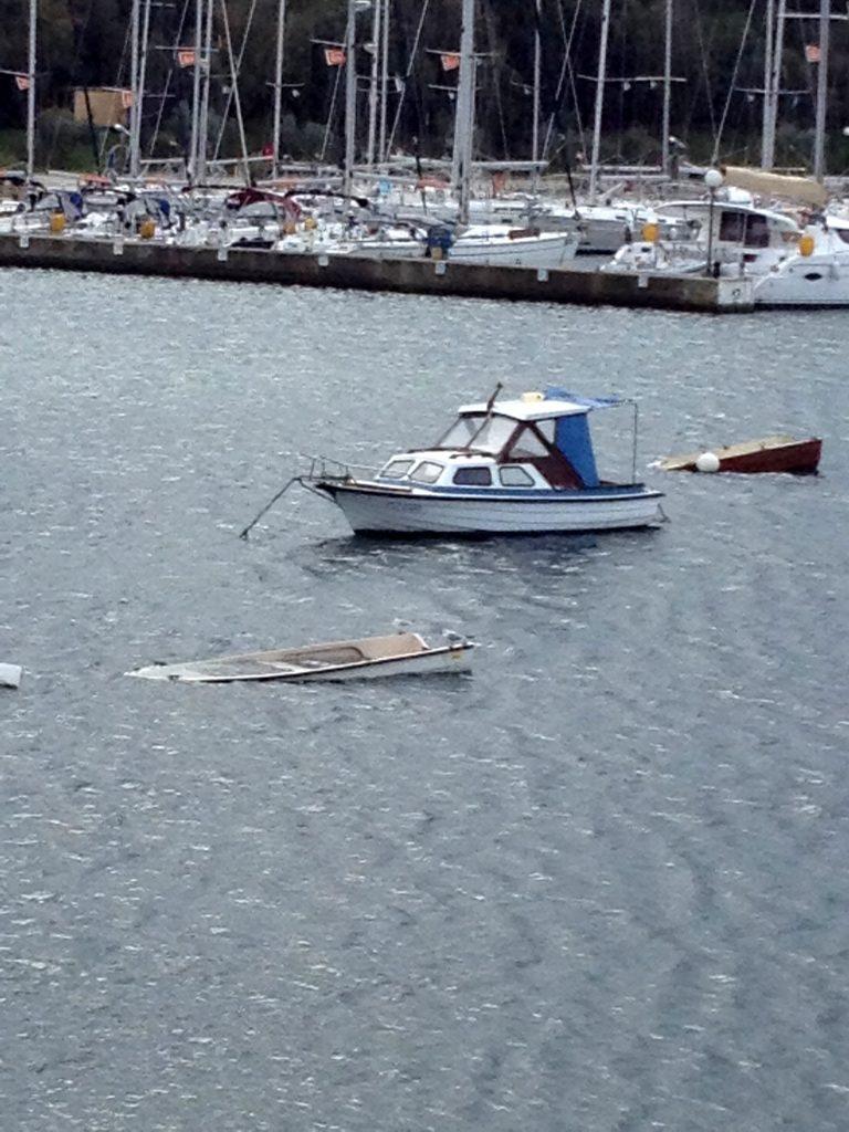 Die Bora hat in den Marinas erhebliche Schäden verursacht.
