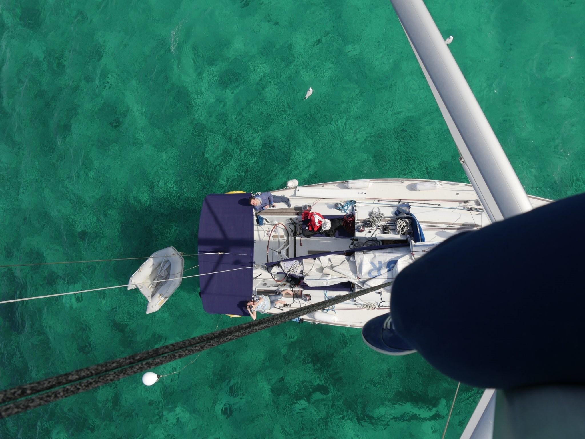 Charteryacht auf Balearentörn: vor Anker in Espalmador, zwischen Ibiza und Formentera.