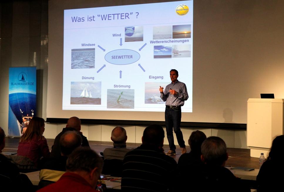 Dr. Neemo Schrader von WetterWelt referiert auf dem Blauwasserseminar.
