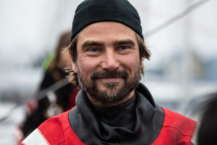 Boris Herrmann beim Finish der VG 2021/22 ©by Martin Keruzoré / Team Malizia