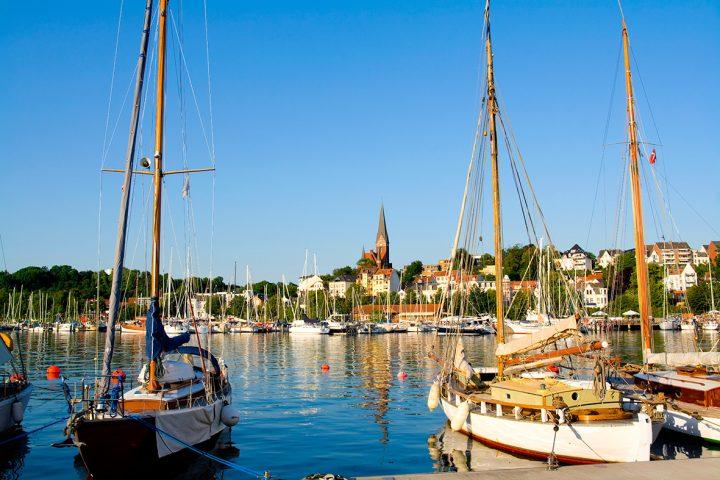 Stimmungsbild Ostsee: Segelboote, Hafen.