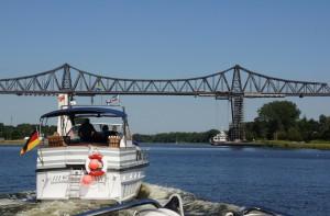 Eisenbahnbrücke mit Schwebefähre in Rendsburg