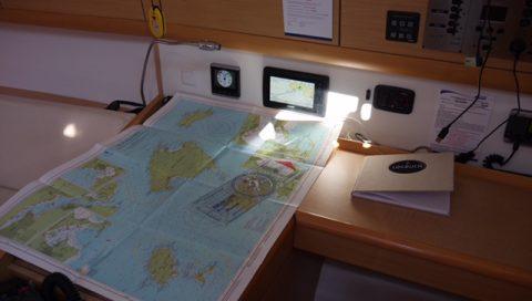 Navigationsplatz einer Segelyacht