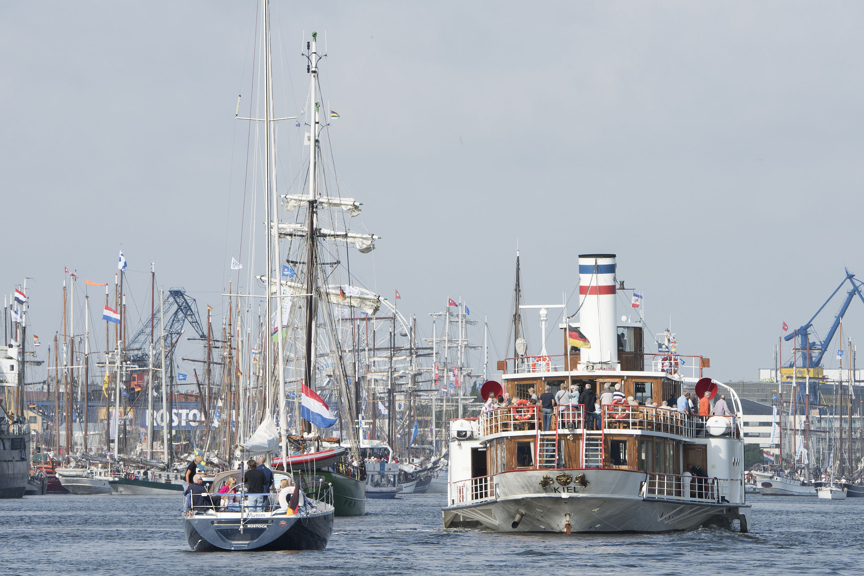 Mit zahlreichen Mitseglern brachen die Traditionsschiffe zu ihren Tagesfahrten auf. Foto: Hanse Sail Rostock / Lutz Zimmermann