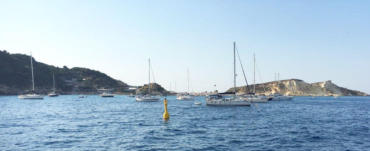 Vor den Tremiti-Inseln stehen Bojenliegeplätze für Yachten zur Verfügung.