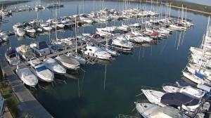 Yachten liegen vor allen Winden geschützt in der Marina Punat