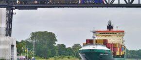 Frachter auf Nord-Ostsee-Kanal