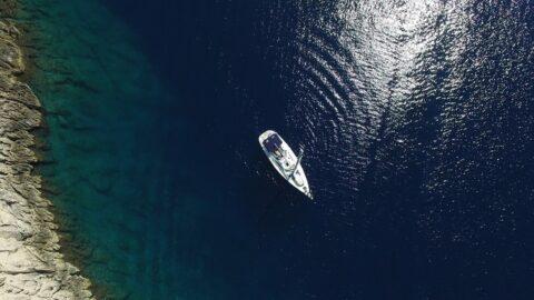 Yacht aus der Vogelperspektive