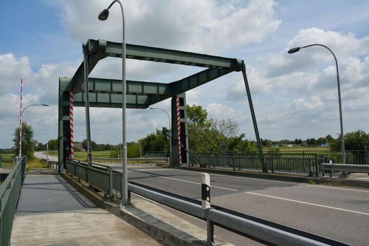 Brücke Lexfähre an der Eider
