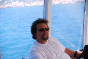 Wolfram Henkel hatte Glück im Unglück. SeaHelp empfiehlt generell, den gelben Notfall-Aufkleber mit der wichtigen SeaHelp-Rufnummer gut sichtbar am Steuerstand anzubringen.